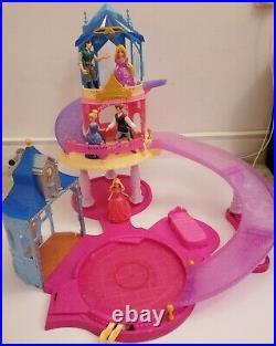 Disney Princess Glitter Glider Magiclip Castle + 3 Princesses & 2 Male Figures